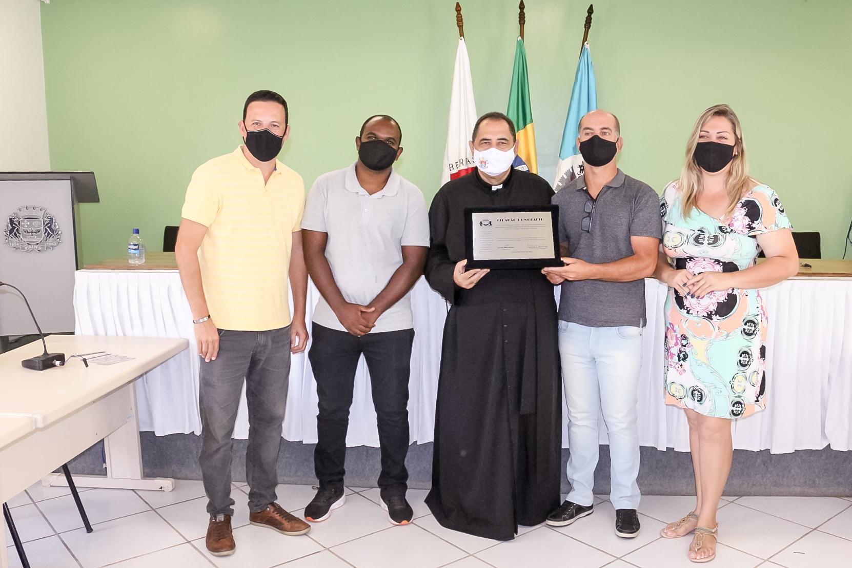 Câmara Homenageia Padre Adelzire com título de Cidadão Honorário