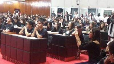 Alunas de Pains na segunda mesa, na participação da finalização do PJ.